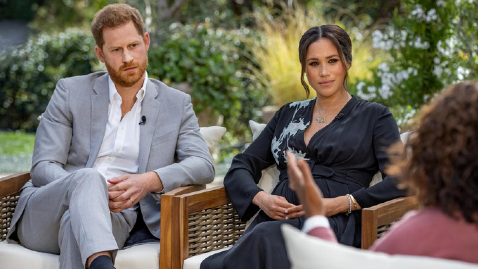 """Phản ứng trái chiều sau tiết lộ """"gây sốc"""" của Harry-Meghan về cuộc sống ở Hoàng gia Anh"""