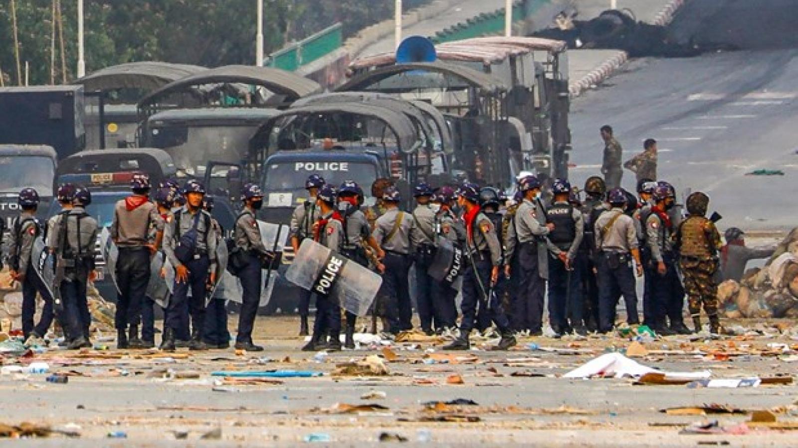 Thiết quân luật được mở rộng ở Myanmar: Thế giới kêu gọi các bên kiềm chế