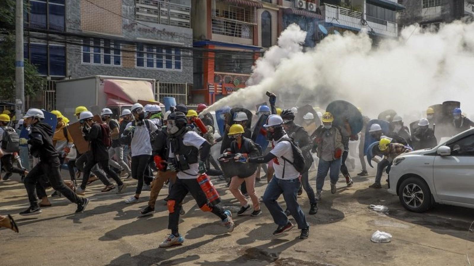 Quân đội Myanmar tố cáo ngược phe biểu tình và thừa nhận có nhiều người chết