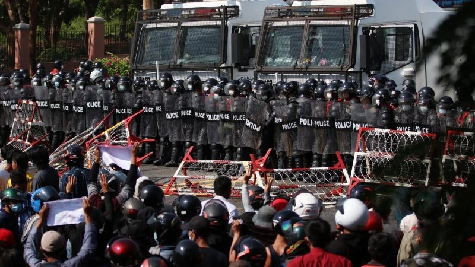 Quân đội Myanmar không hề hấn gì bất chấp biểu tình và trừng phạt?