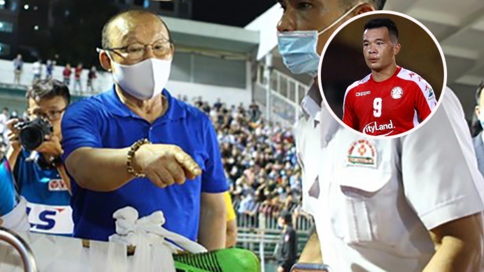 Hoàng Thịnh nhận án phạt nặng, HLV Park đến viện động viên Hùng Dũng