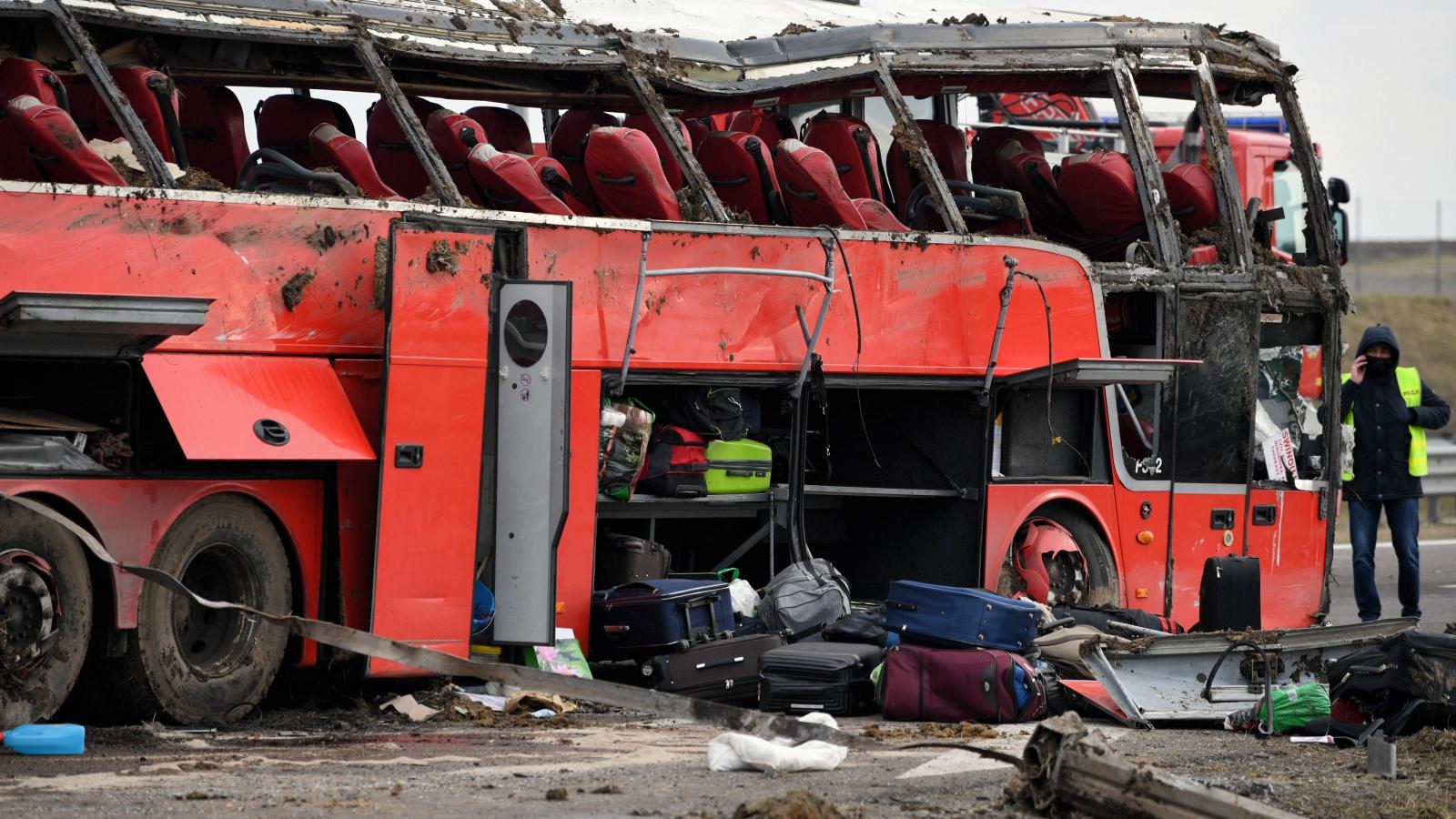 Lật xe khách tại Ba Lan khiến gần 40 người thương vong