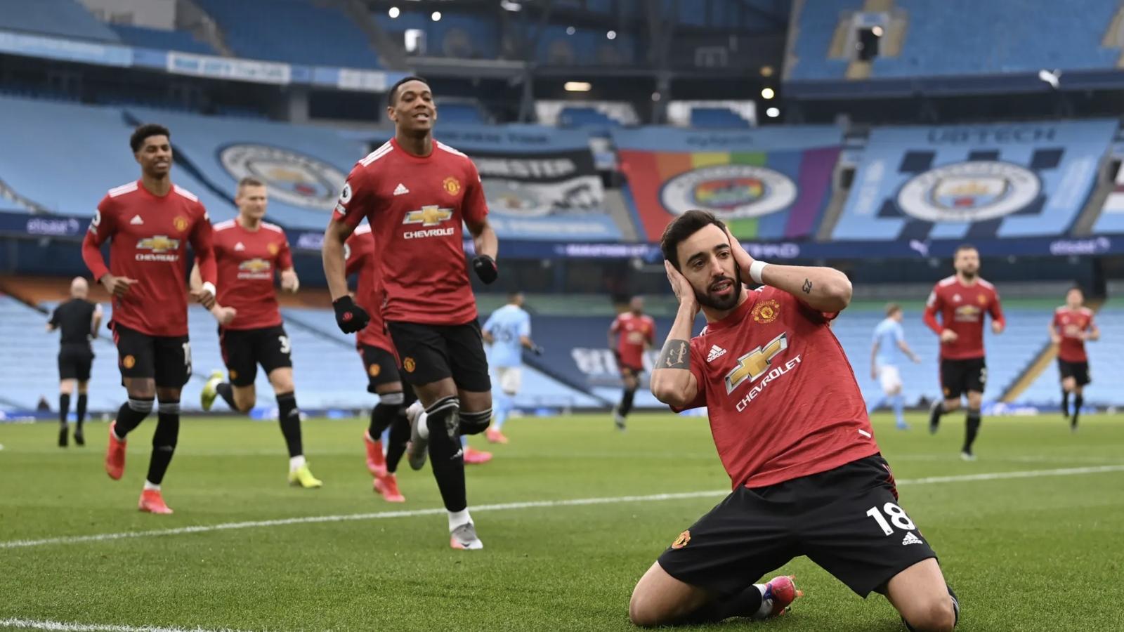 """""""Kéo sập"""" thành trì Etihad, MU chấm dứt chuỗi 21 trận toàn thắng của Man City"""