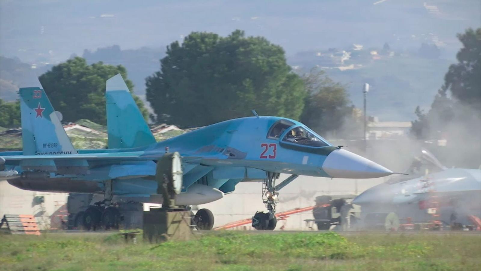 Phi công Nga bay huấn luyện với Su-34 trên bầu trời Syria