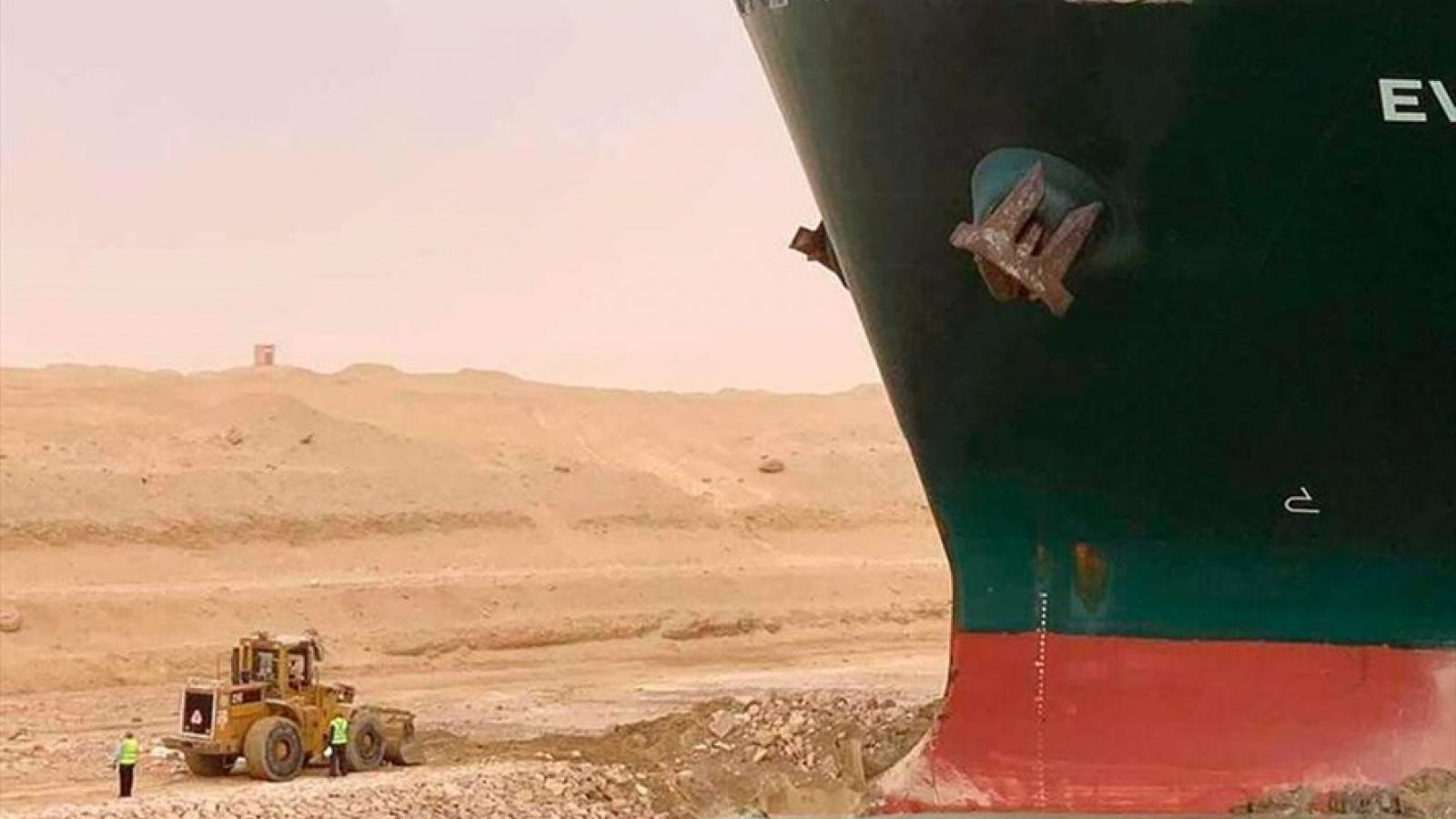 Vụ tắc nghẽn kênh đào Suez đặt ra thách thức lớn đối với an ninh và kinh tế toàn cầu