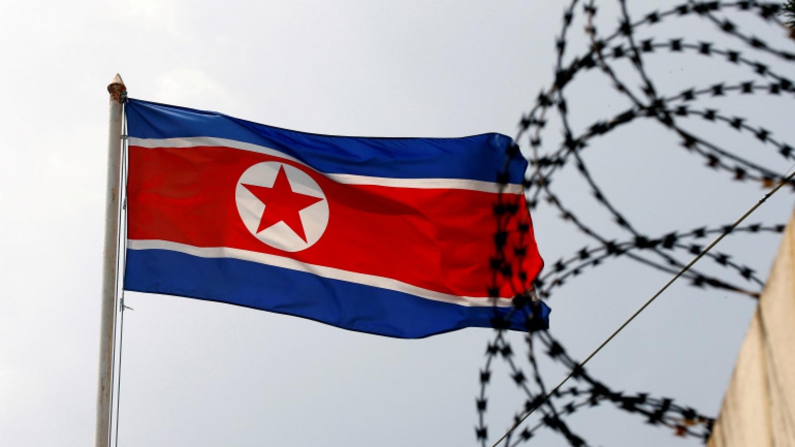 Bán đảo Triều Tiên nóng trở lại: Ngoại giao tên lửa hay lời nhắc nhở Mỹ?