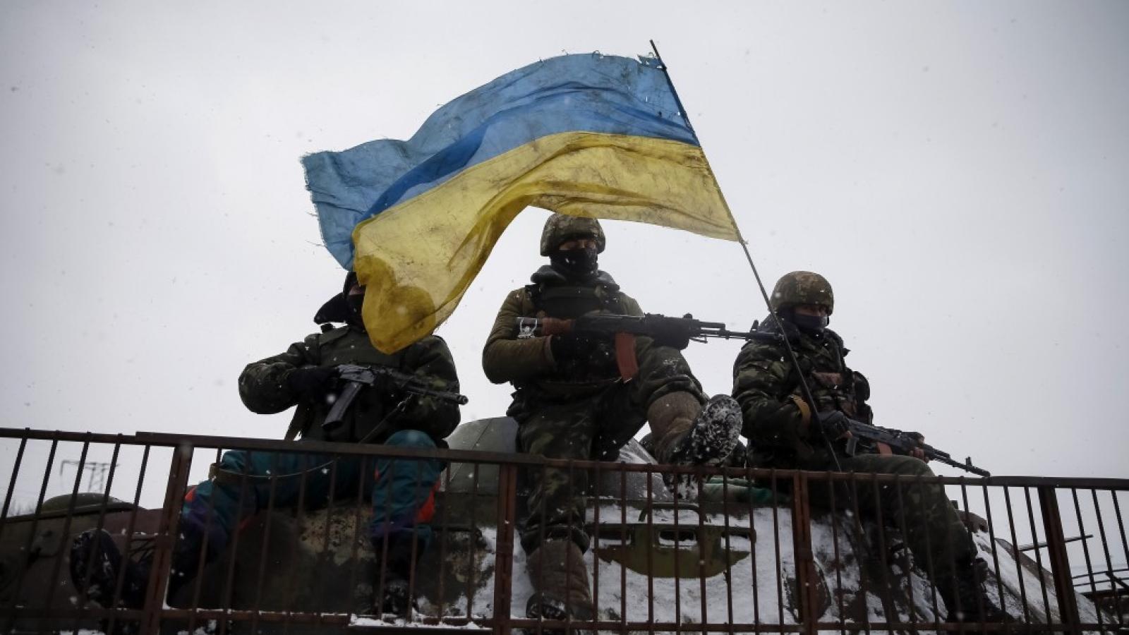 Ukraine tính hành động quân sự ở Donbass: Nguy cơ thổi bùng căng thẳng với Nga