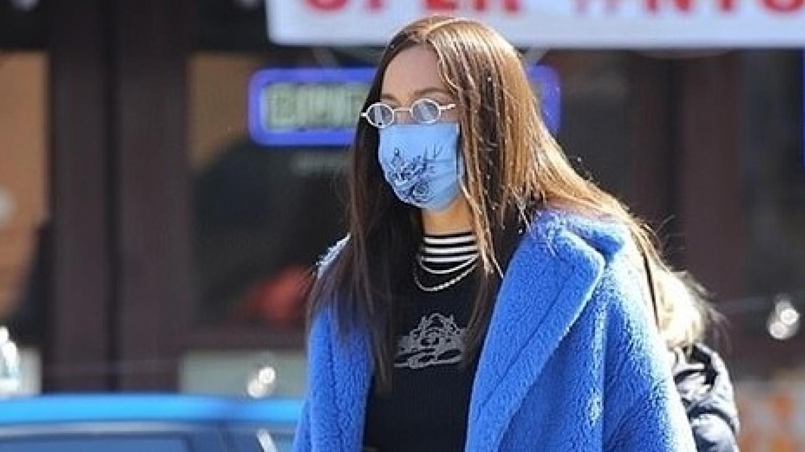 Siêu mẫu Irina Shayk sành điệu đến trường đón con gái cưng