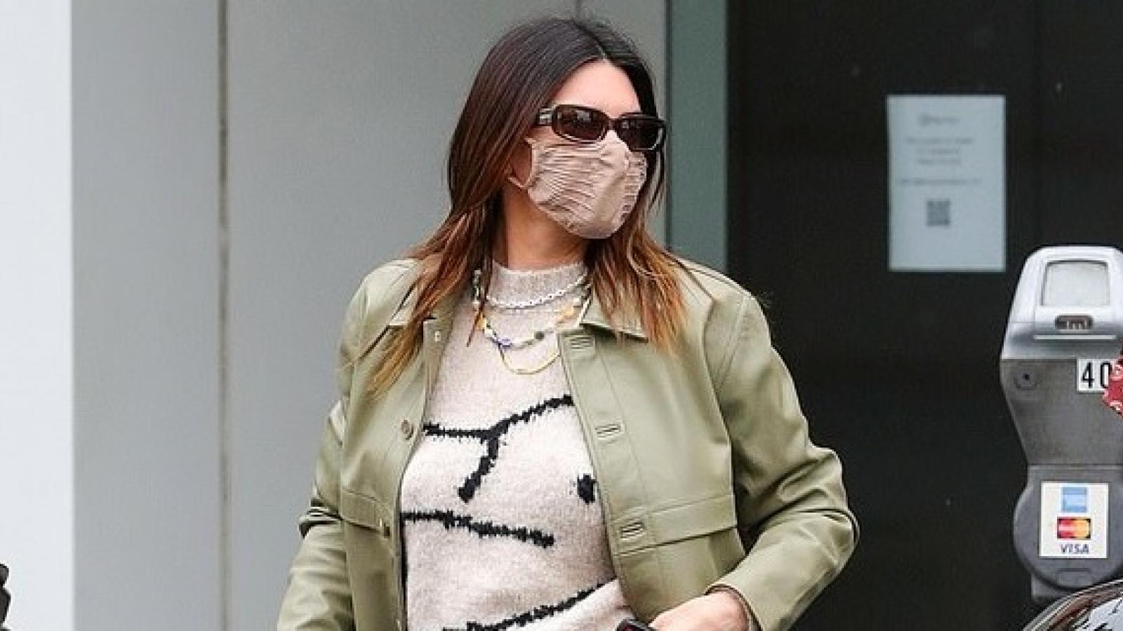 Kendall Jenner xinh đẹp đi ăn sáng cùng bạn bè sau nghi vấn đã chia tay