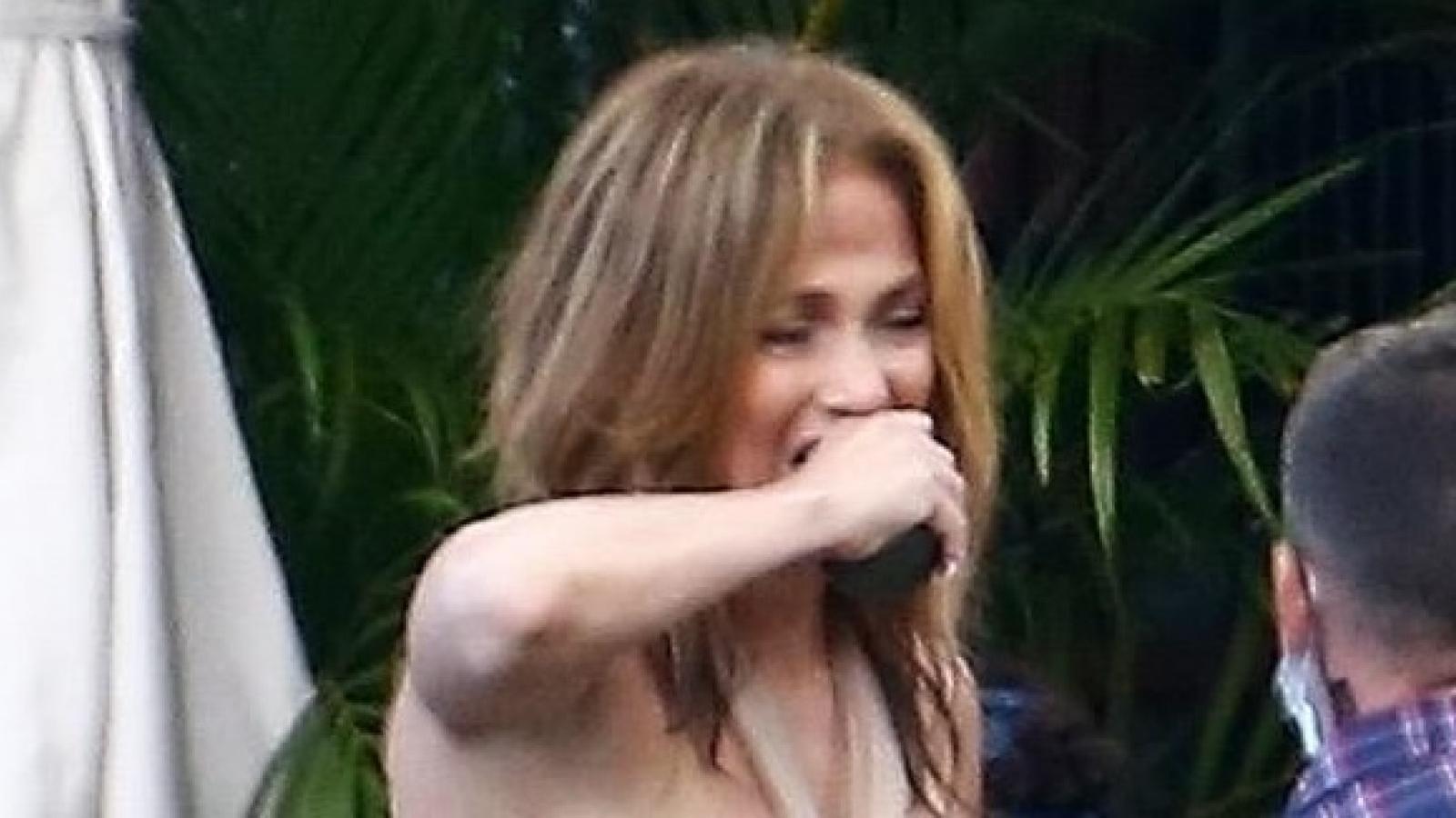 Jennifer Lopez bật khóc trên phim trường sau tin đồn hủy hôn