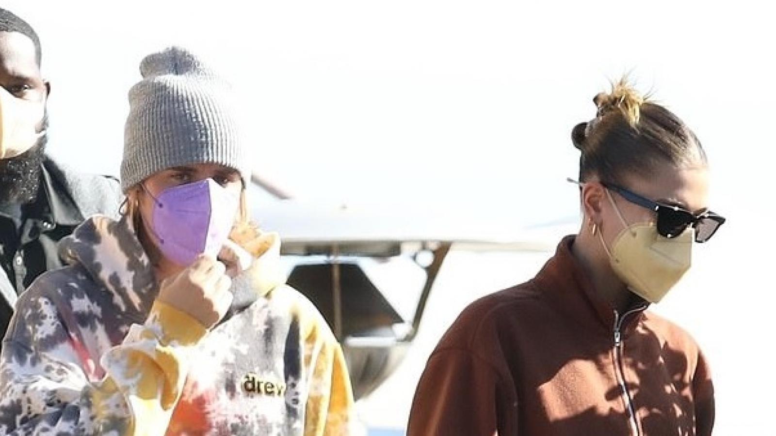 Vợ chồng Justin Bieber hẹn hò lãng mạn bên bờ biển