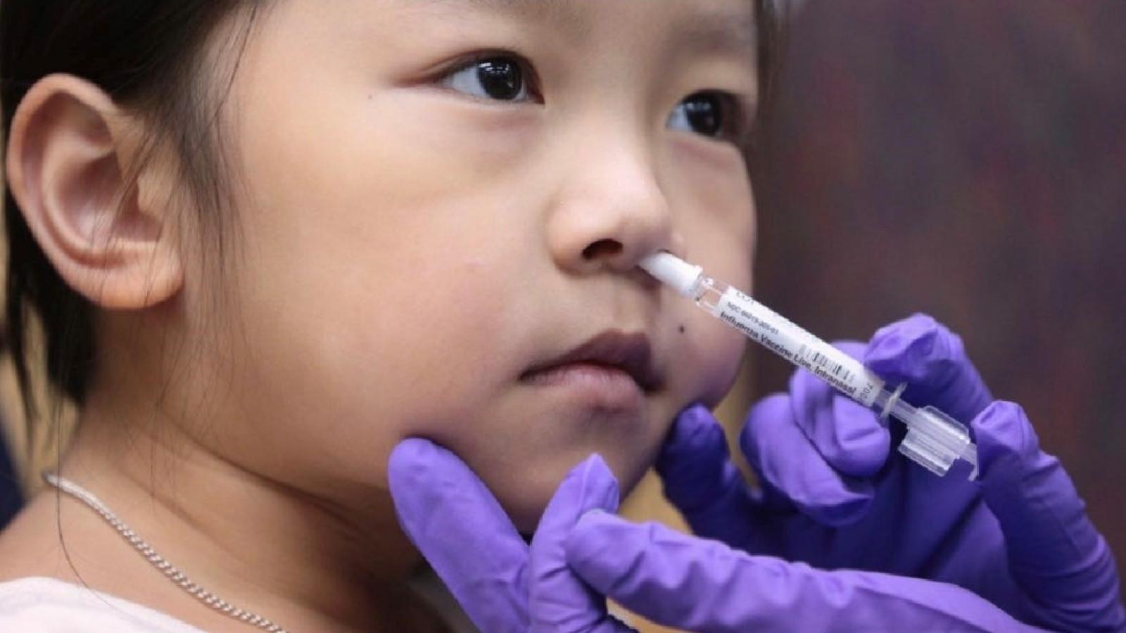 Trung Quốc sẽ thử nghiệm lâm sàng vaccine Covid-19 dạng xịt mũi
