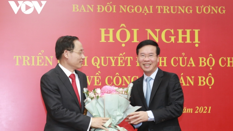 Le Hoai Trung designated as head of Party's Commission for External Relations