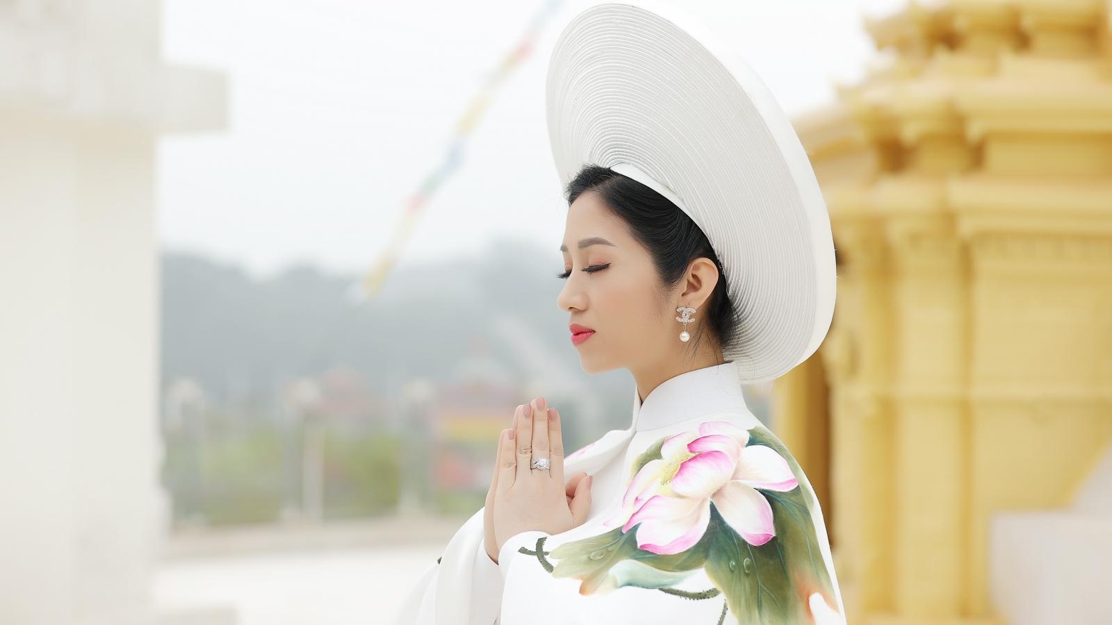 """""""Sao Mai"""" Phương Nga ra mắt MV """"Quan Âm Mẹ từ bi"""""""