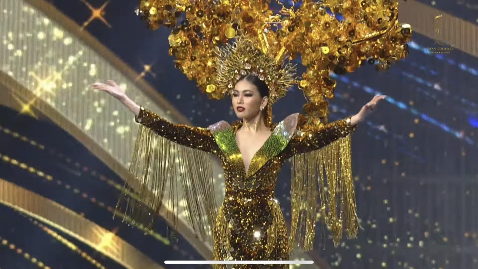 Ngọc Thảo trình diễn đầy tự tin tại đêm thi trang phục dân tộc