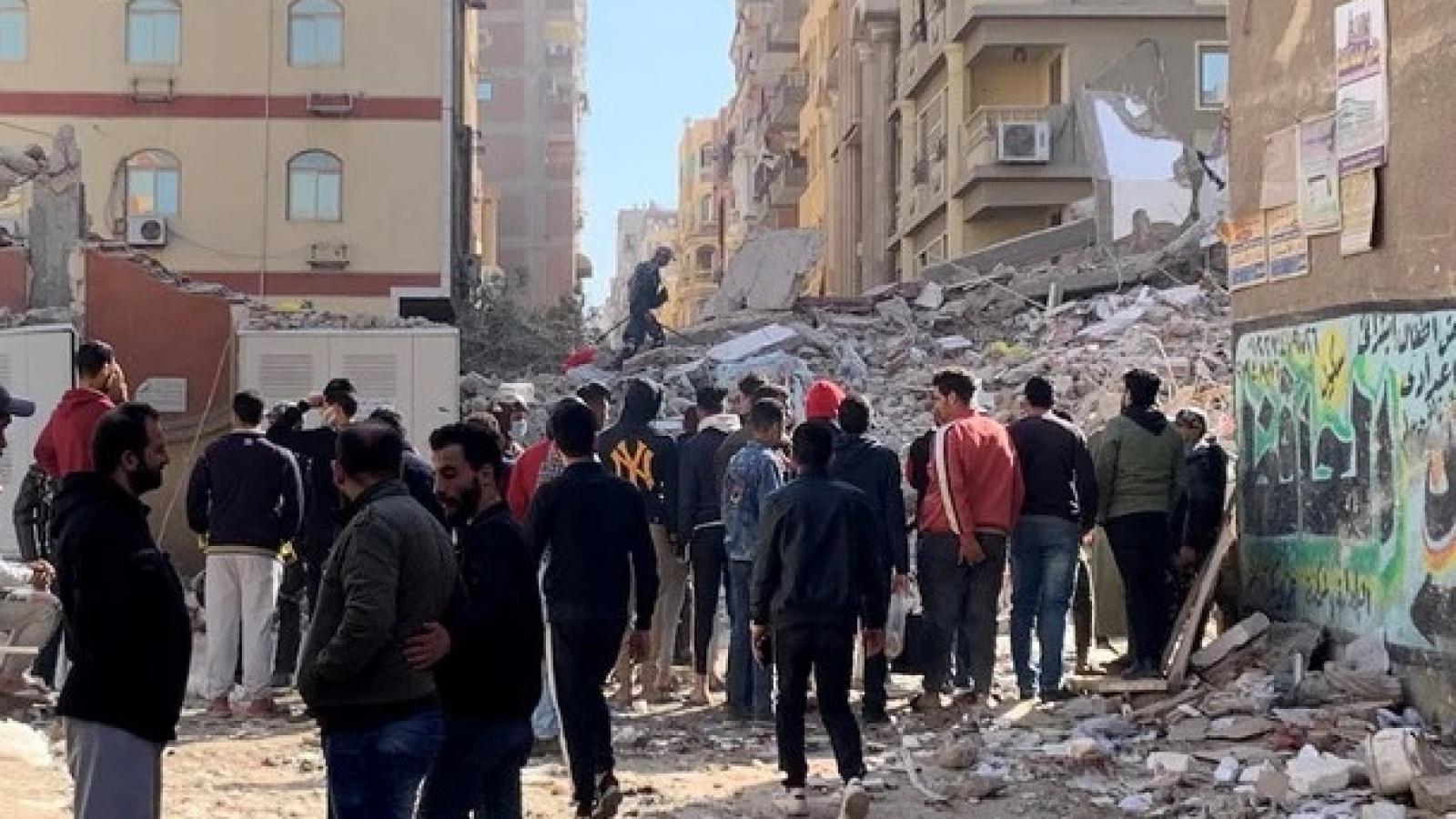 Sập chung cư 13 tầng ở Cairo (Ai Cập), 8 người thiệt mạng
