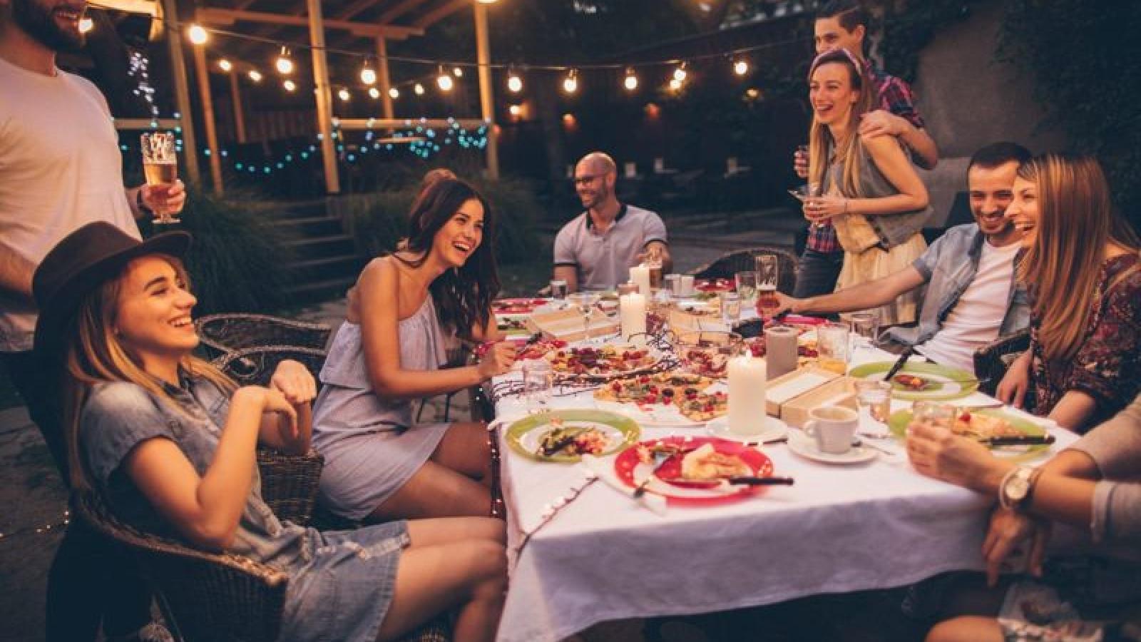 Những thói quen ăn uống có hại cho sức khỏe mà bạn cần thay đổi ngay