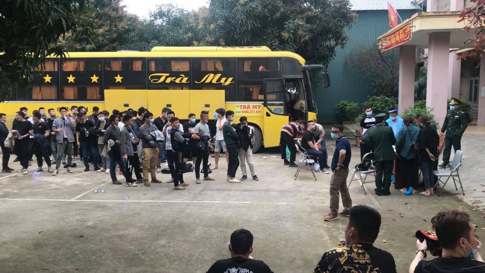 Tạm giữ hình sự chủ xe và tài xế xe khách chở 53 người Trung Quốc nhập cảnh trái phép