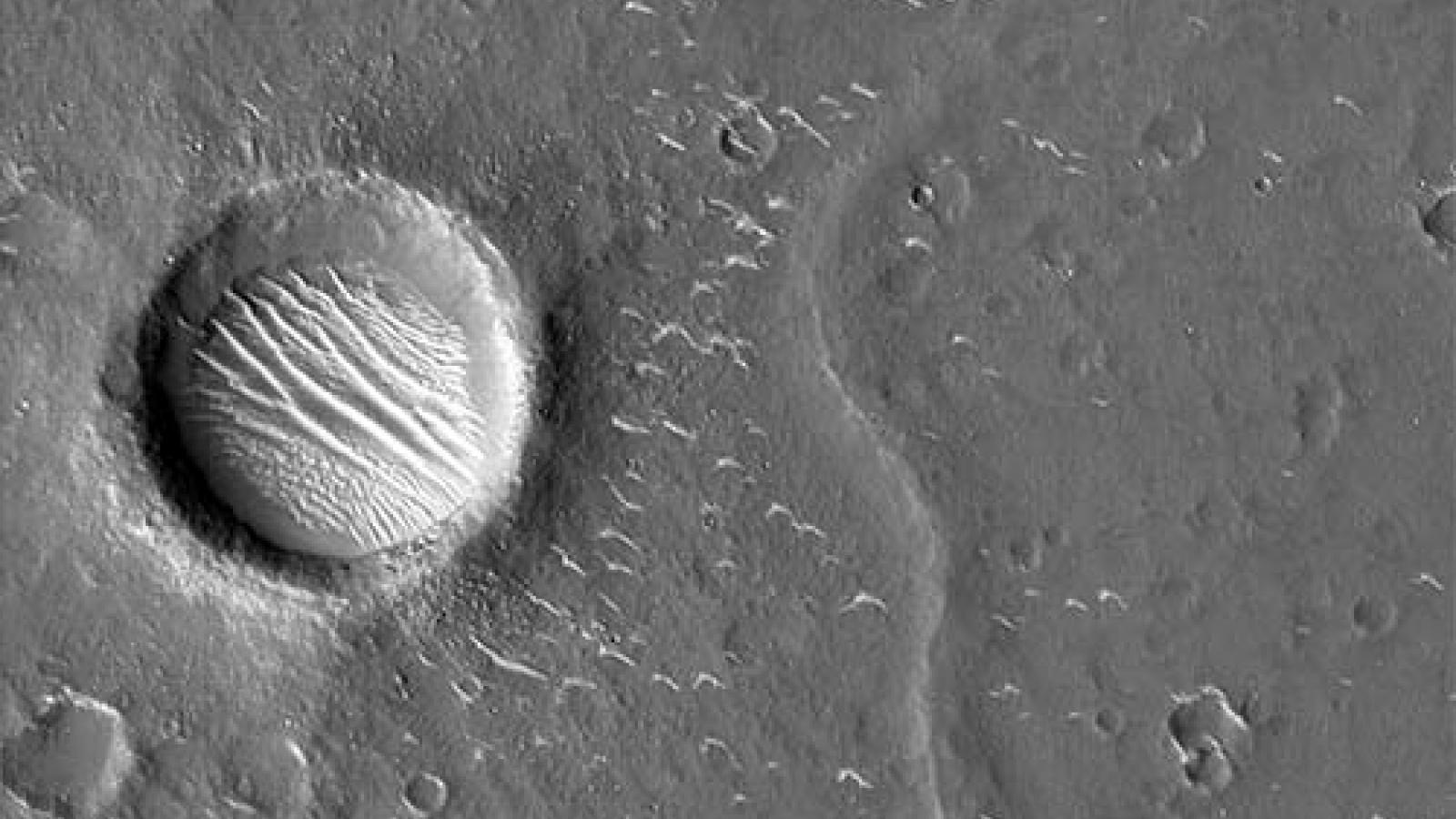 Các hình ảnh độ nét cao về sao Hỏa do Trung Quốc công bố