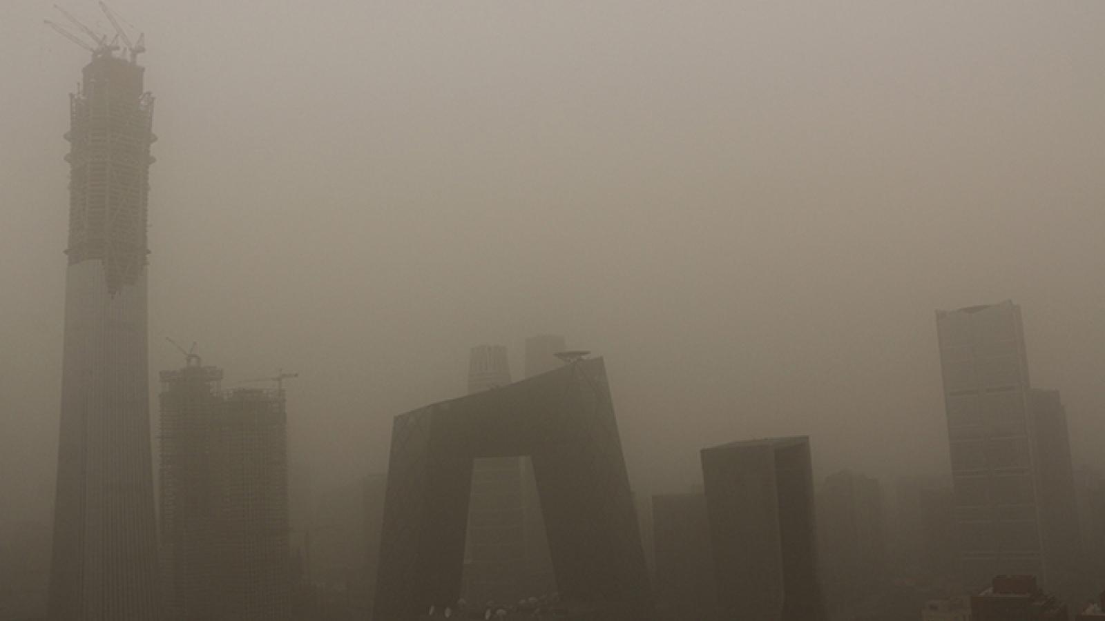 Trung Quốc lại hứng chịu bão cát nặng nề, ô nhiễm tăng, tầm nhìn giảm