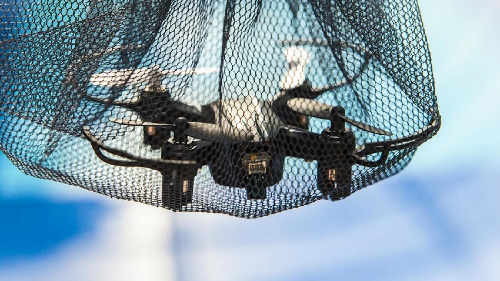 """Nga chế tạo """"bẫy tên lửa"""" tóm gọn UAV"""