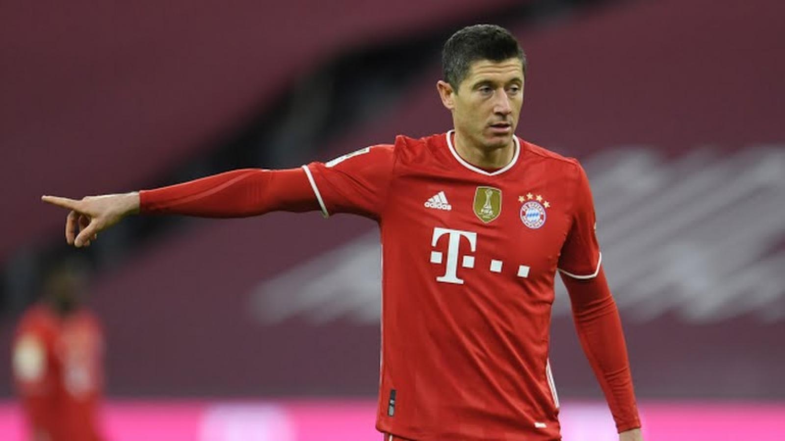 Lewandowski ghi hat-trick, Bayern ngược dòng thần thánh trước Dortmund