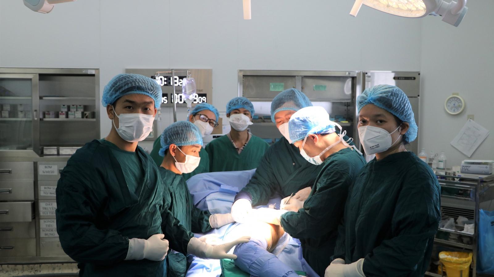 Phẫu thuật thay khớp háng nhân tạo thành công cho bệnh nhân ở Hải Dương