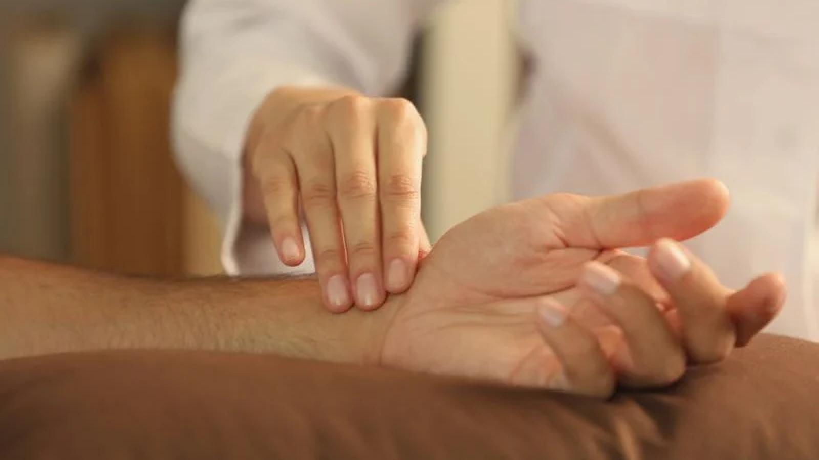 10 dấu hiệu cho thấy bạn bị tụt huyết áp