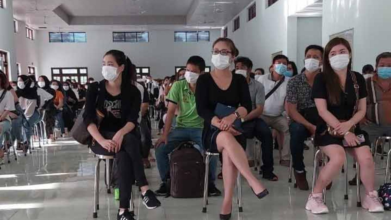 Trao chứng nhận hoàn thành cách ly cho 219 công dân từMalaysia về