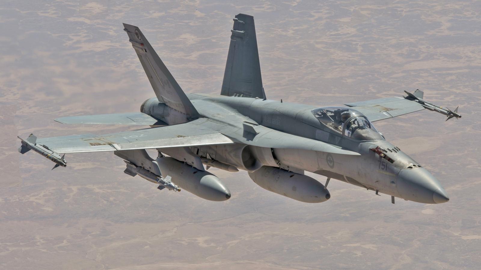 Chiến cơ CF-18 của Mỹ hạ cánh hoàn toàn trên đường băng trong 300 mét