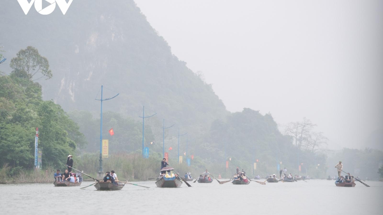 Hiểm họa từ những chuyến đò đêm chùa Hương