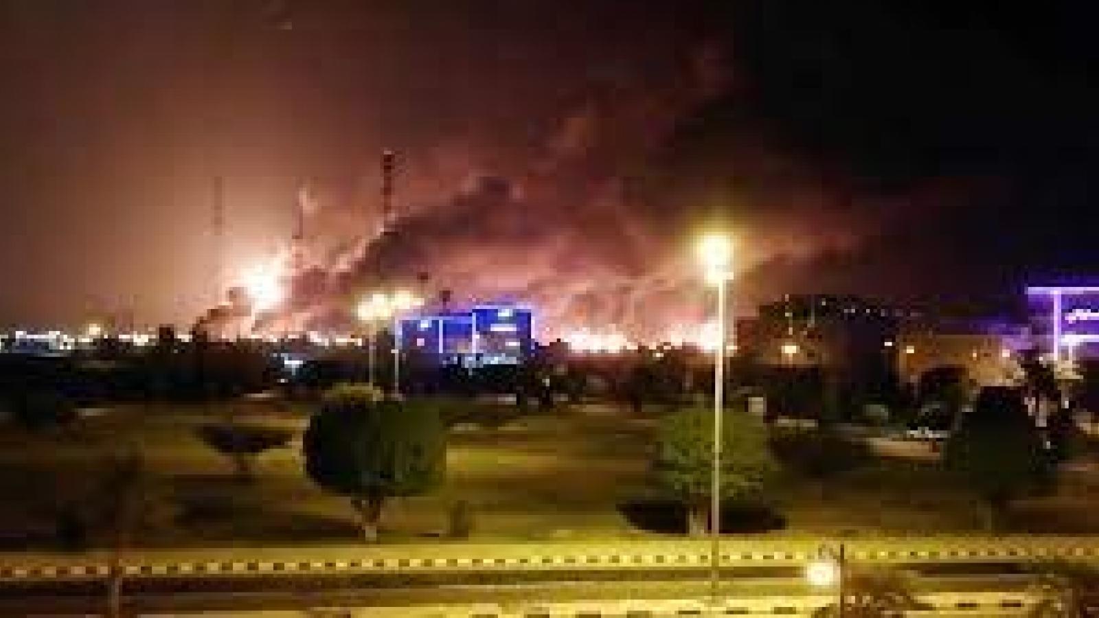 """Houthi tấn công cơ sở dầu khí Saudi Arabia: Sáng kiến hòa bình nhận lời đáp """"rắn"""""""