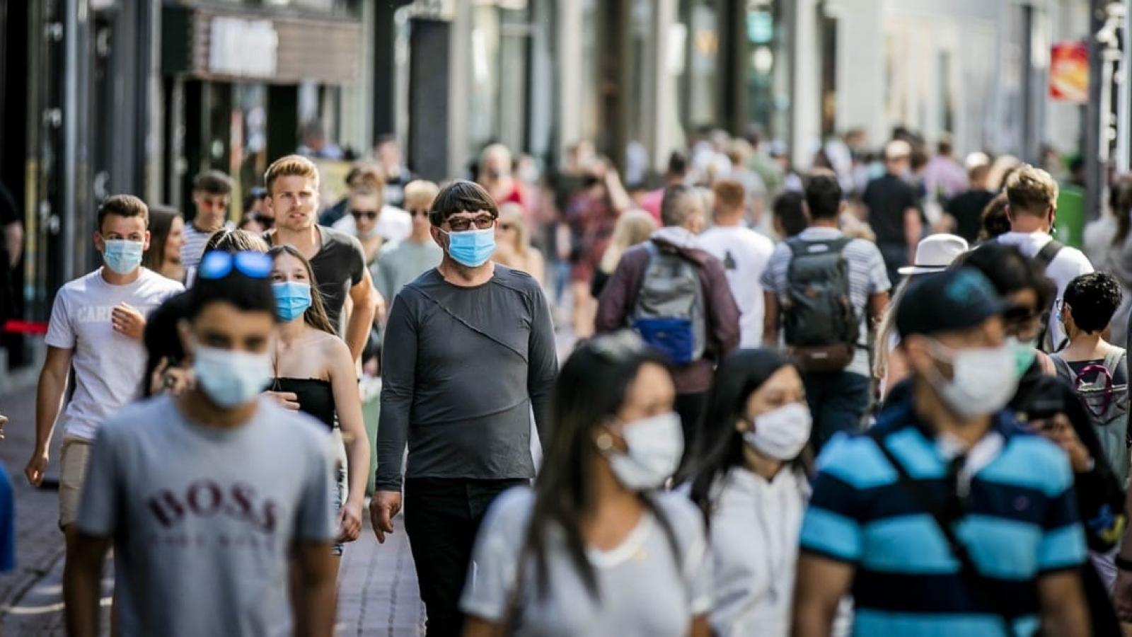 Chuyên gia Trung Quốc: Thế giới cần 2 - 3 năm để đạt miễn dịch cộng đồng