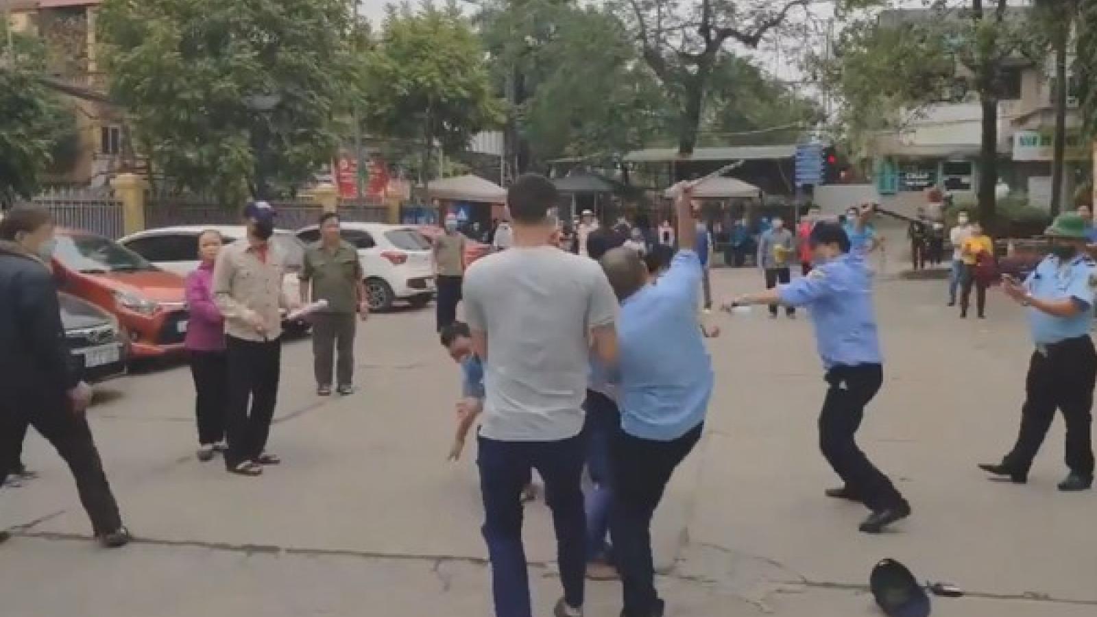 Nhân viên bảo vệ bệnh viện hành hung người nhà bệnh nhân