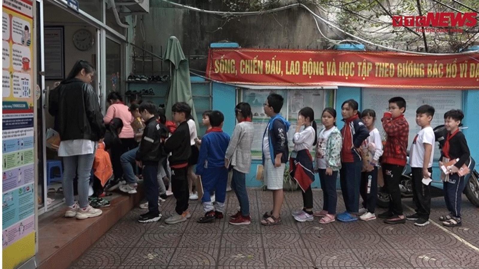 Nhiều phụ huynh tố cô giáo dùng thước sắt đánh vào đầu học sinh ở Hà Nội
