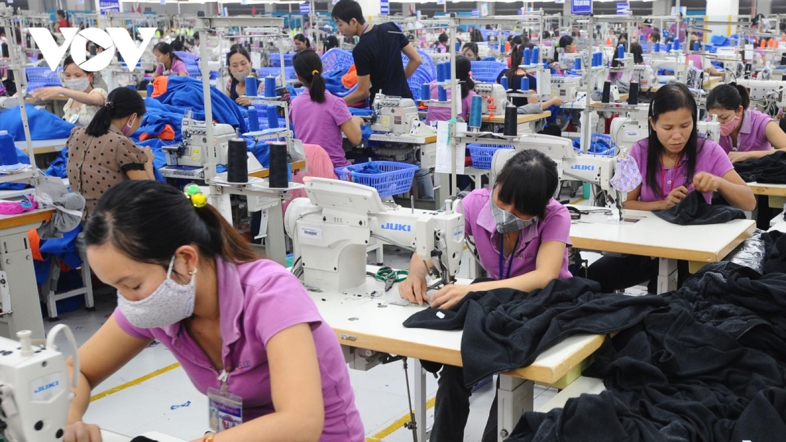 Bangladeshi media ponder advantages of Vietnamese garment sector