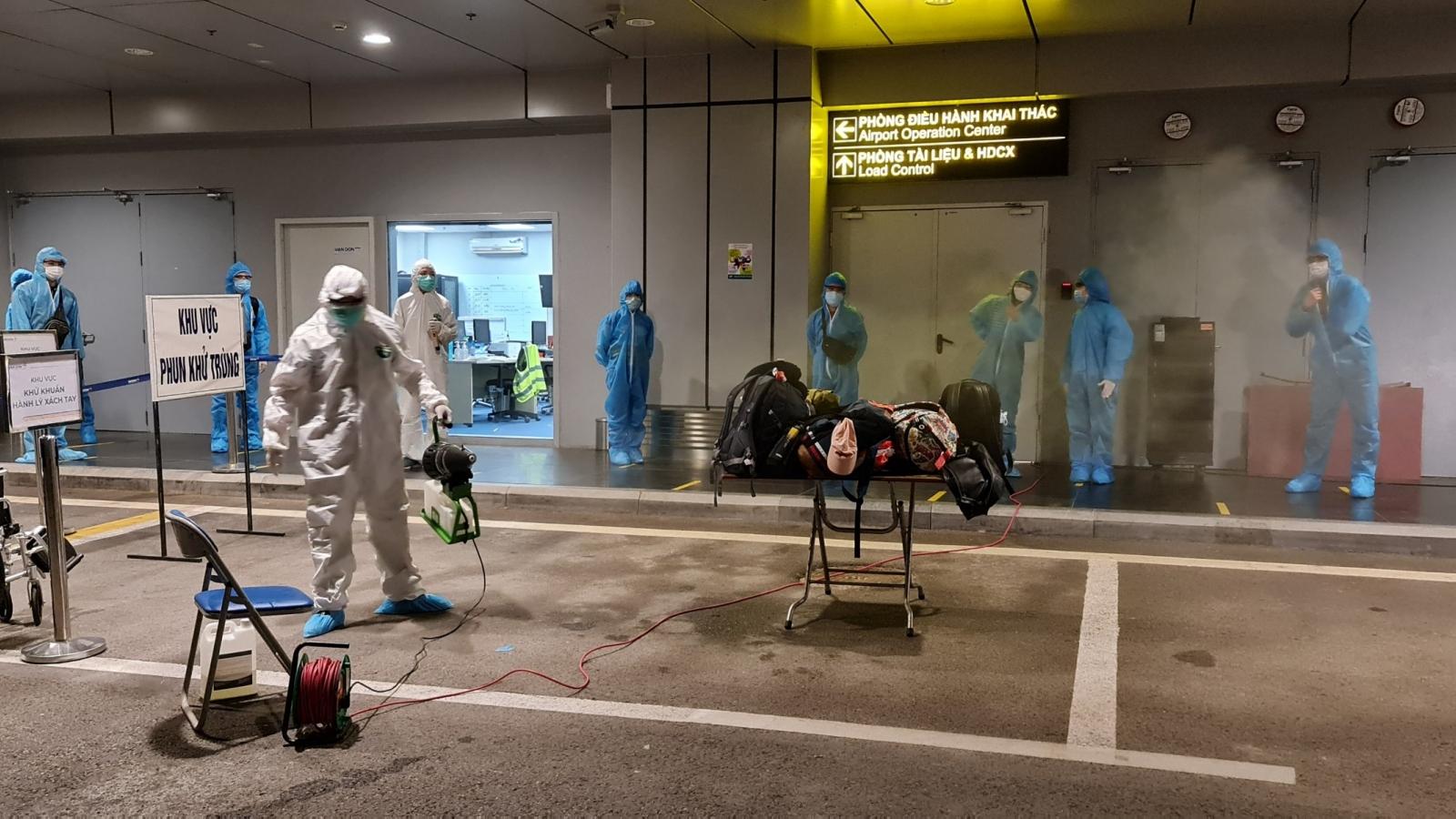 Sân bay Vân Đồn đón chuyến bay giải cứu đầu tiên sau khi kết thúc phong tỏa