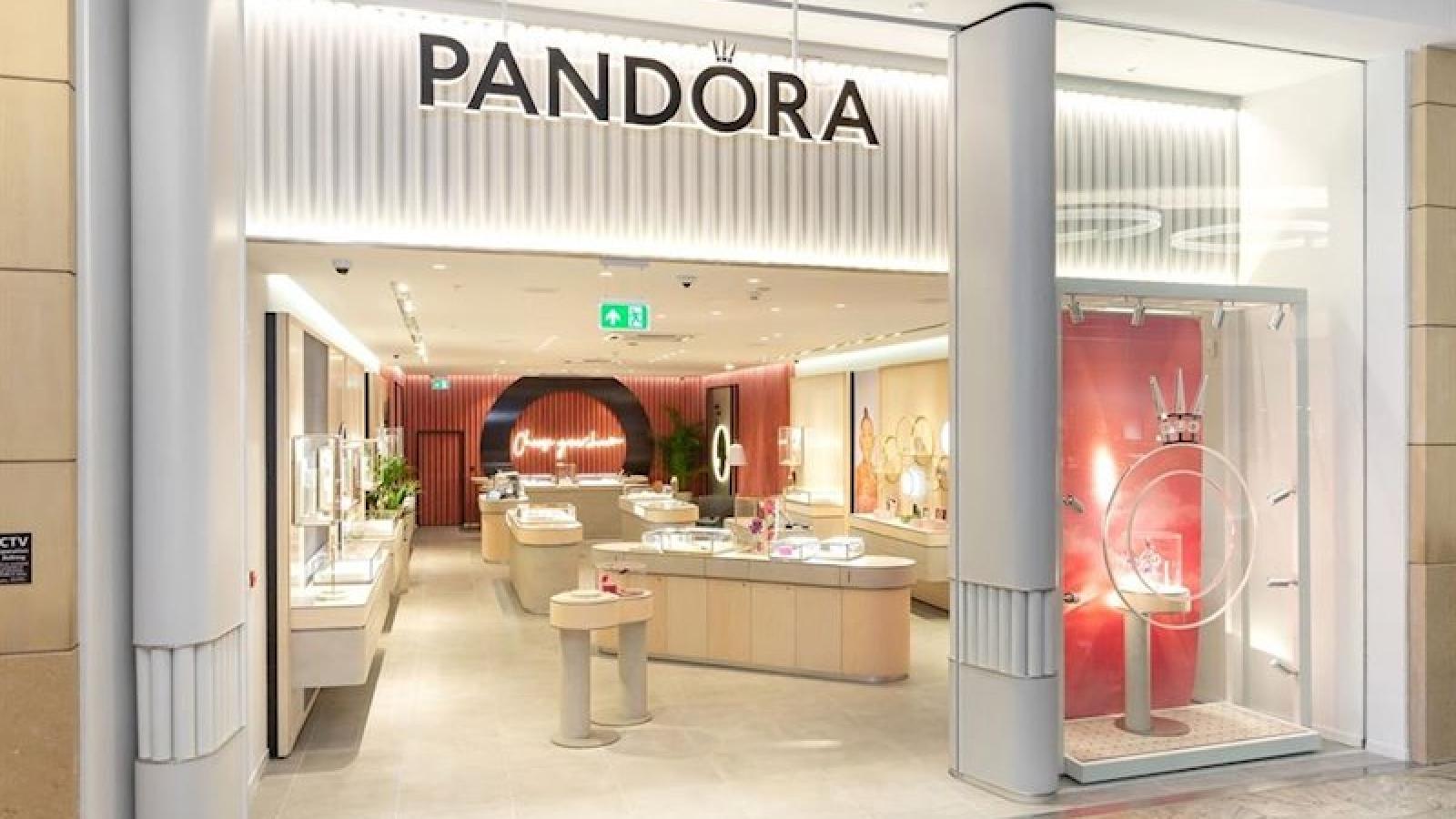 Thương hiệu đồ trang sức nổi tiếng Pandora đóng cửa ¼ số cửa hàng bán lẻ do Covid-19