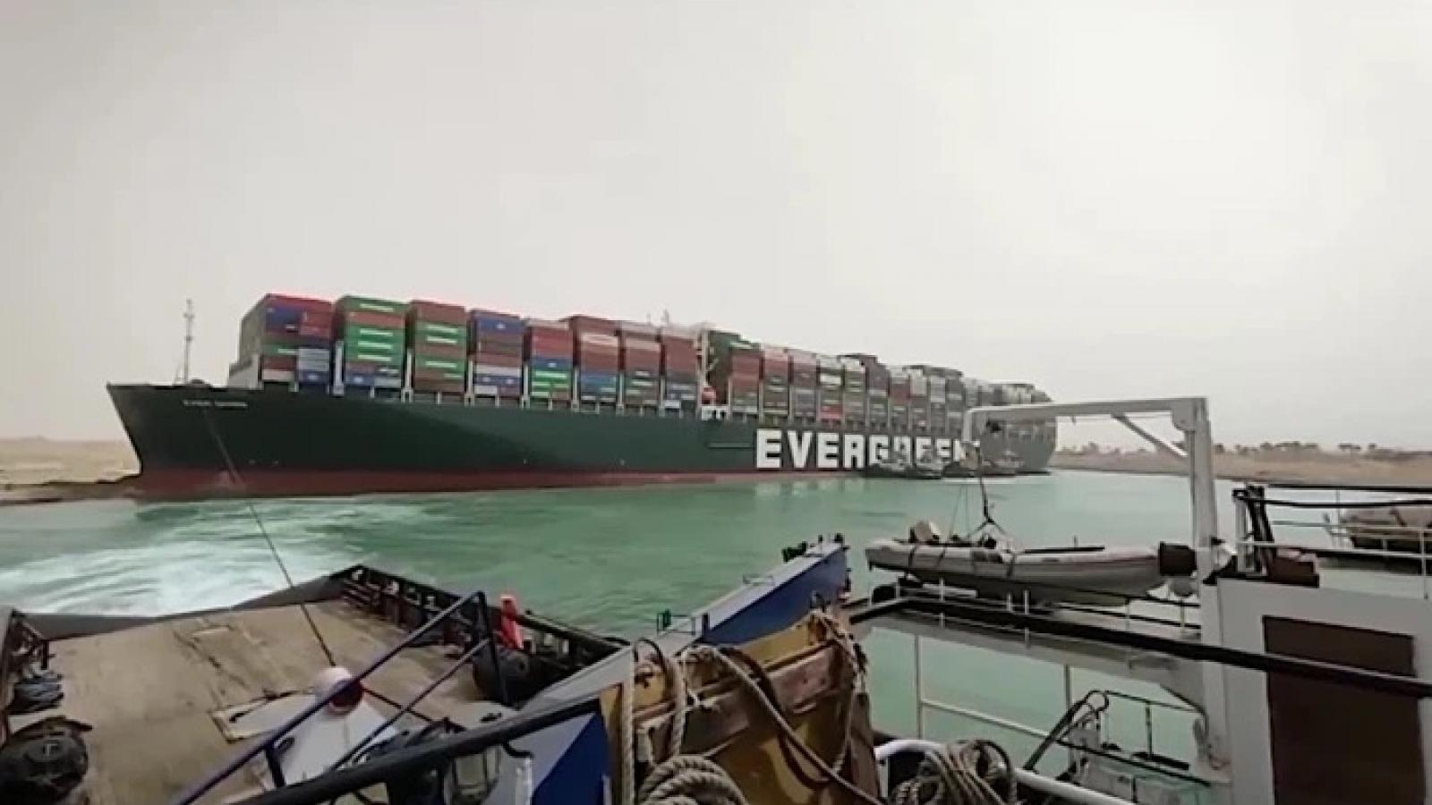 Nghẽn kênh đào Suez đẩy giá dầu tăng, thương mại toàn cầu thiệt hại 6-10 tỉ USD/tuần
