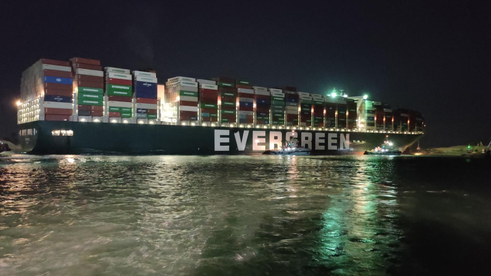 Ai Cập họp báo thông tin về tiến độ giải cứu tàu mắc cạn tại kênh đào Suez