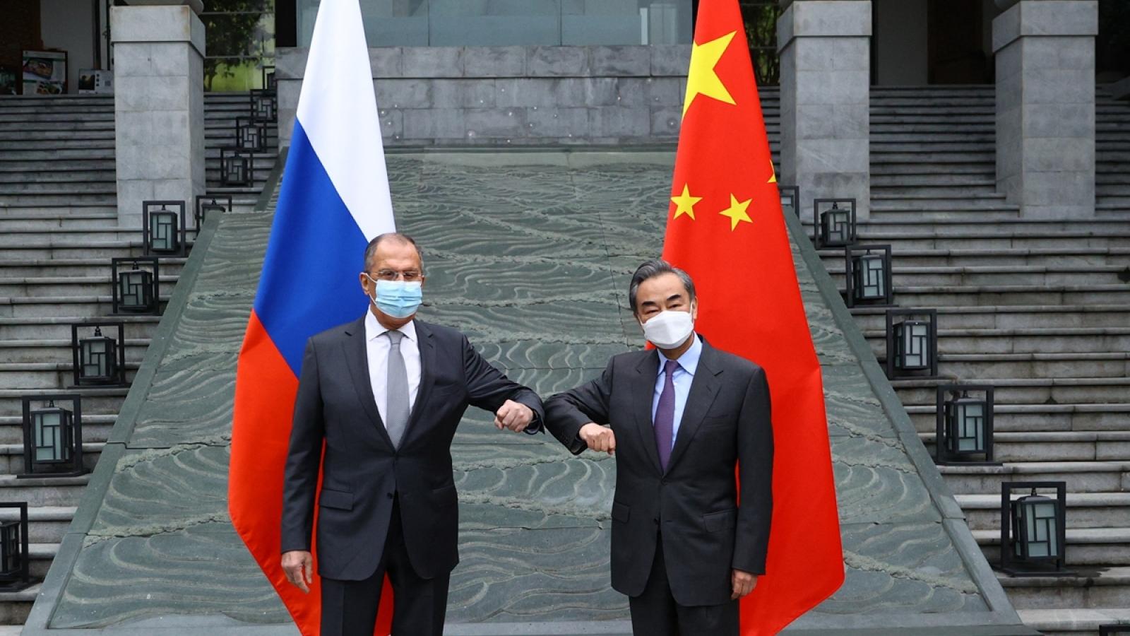 Ngoại trưởng Trung Quốc và Nga cùng lên tiếng chỉ trích Mỹ