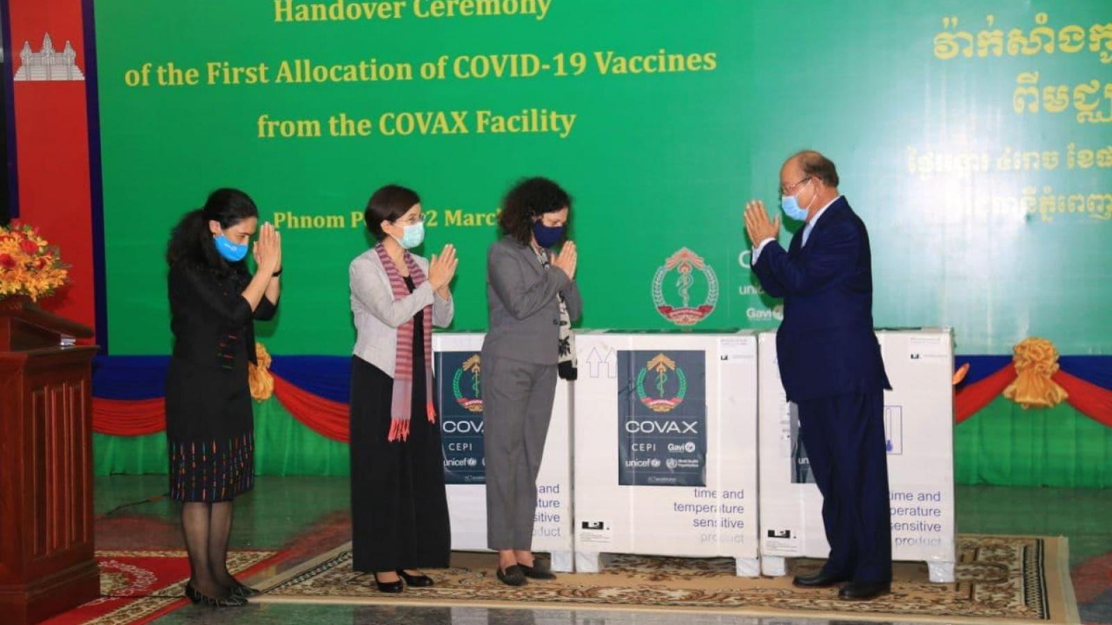 Campuchia tiếp nhận lôvaccine Covid-19 đầu tiên theo cơ chế COVAX