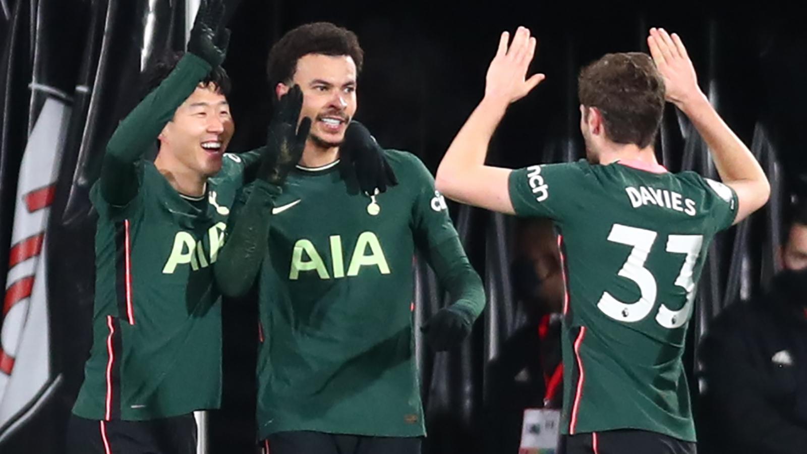 "Thắng trận derby London, Tottenham ""thổi lửa"" vào cuộc đua top 4 Premier League"
