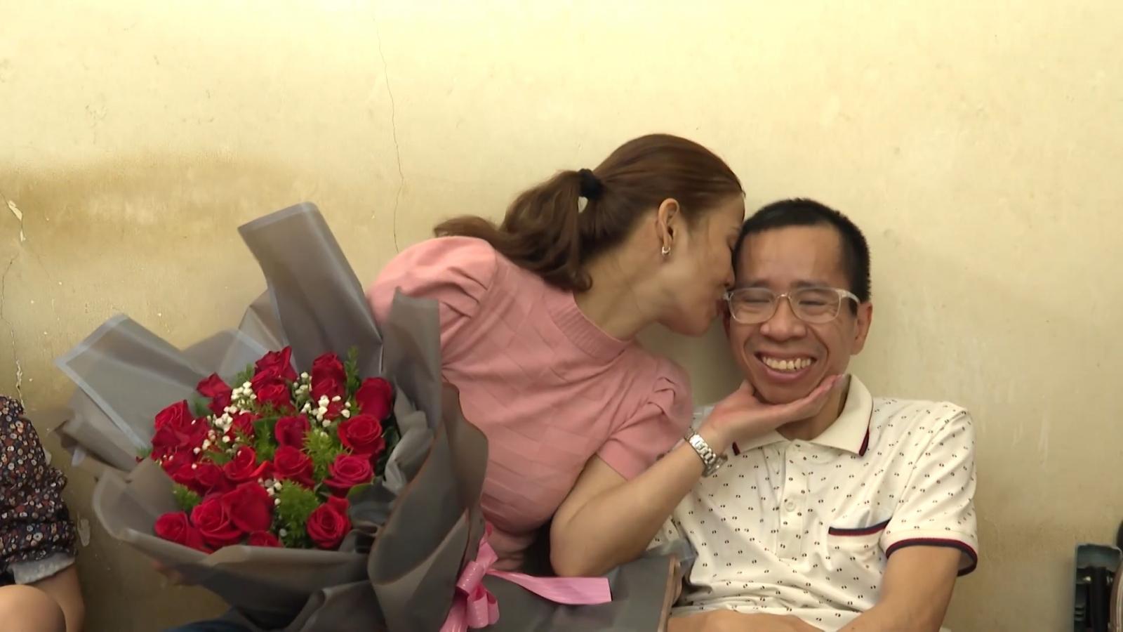 """Cuộc sống của """"cậu bé"""" kiên cường sống sót sau 30 năm phẫu thuật tách cặp song sinh"""