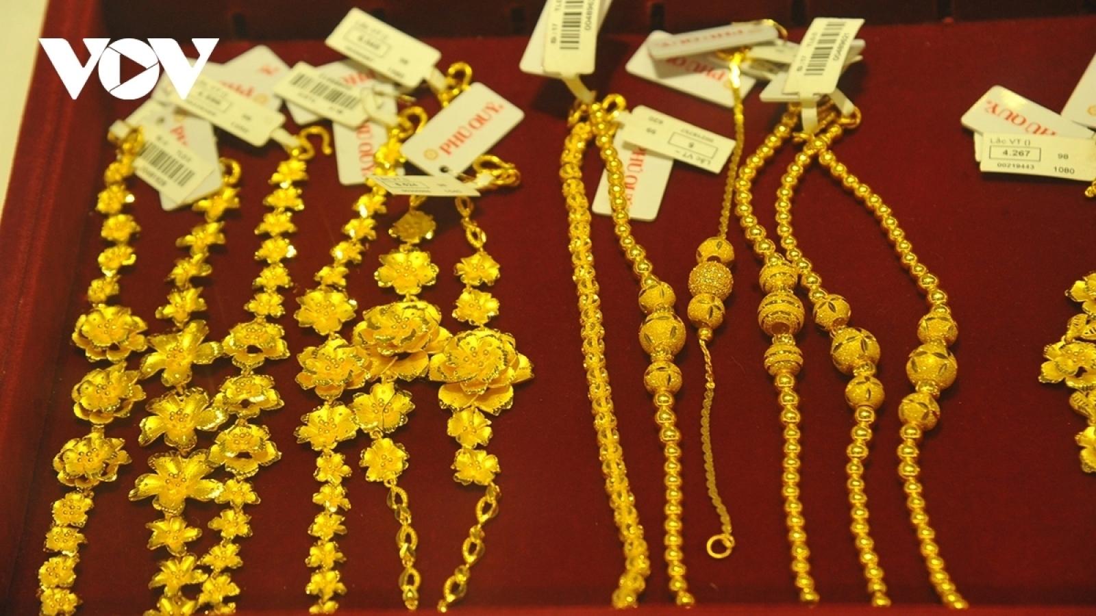Giá vàng thế giới thấp hơn vàng trong nước 7,07 triệu đồng/lượng