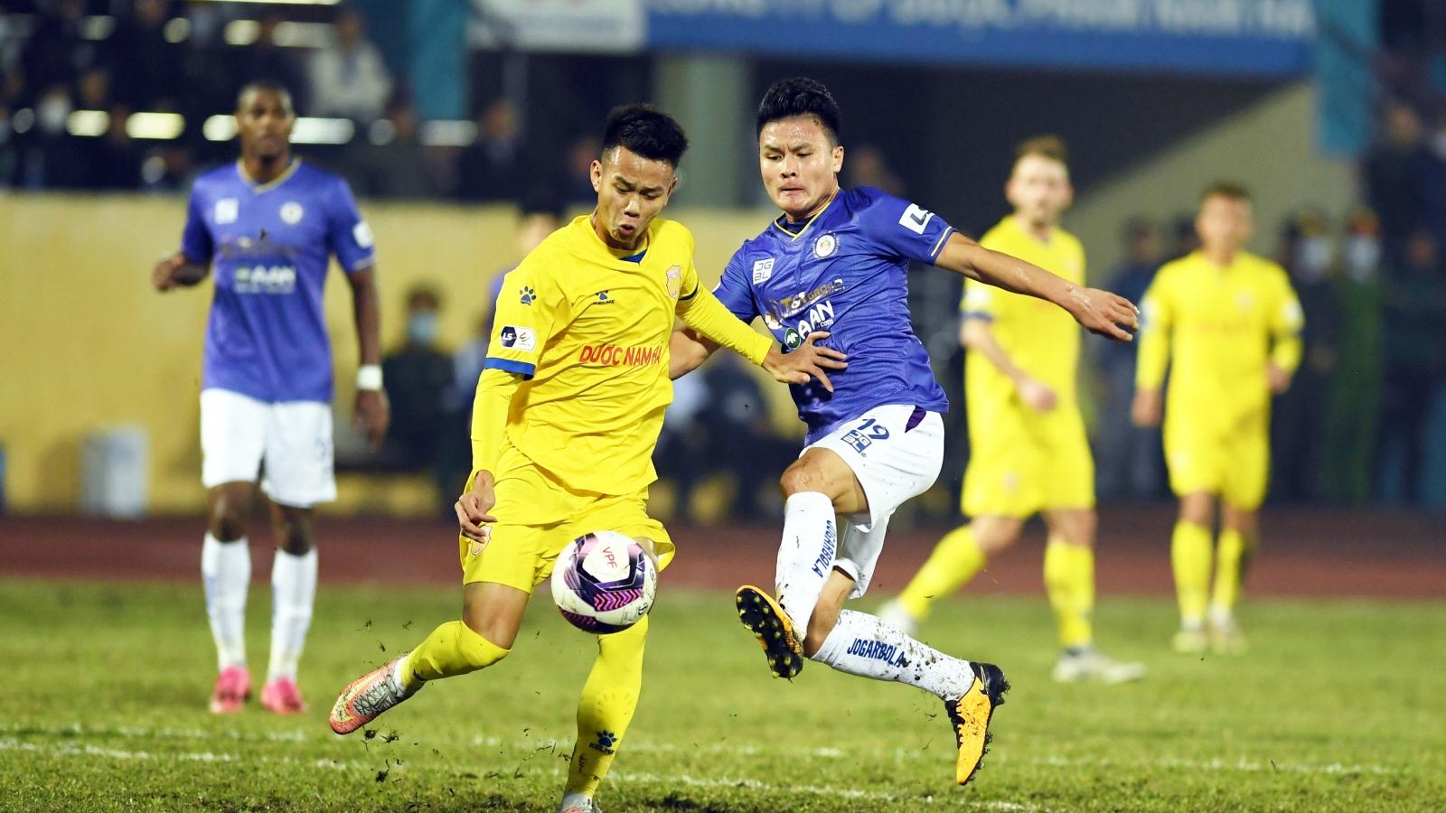"""Hà Nội FC giao lưu với """"đối mềm"""" làm nóng trước trận đấu với Hải Phòng"""