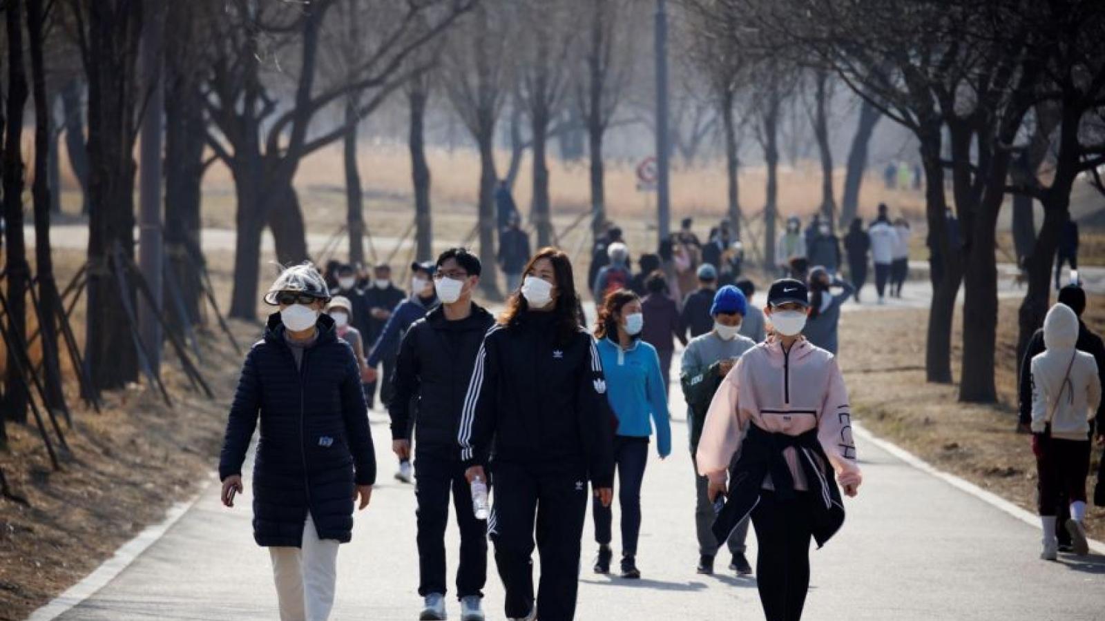 Hàn Quốc mở rộng giãn cách xã hội, số ca Covid-19 mới trong ngày cao nhất tháng