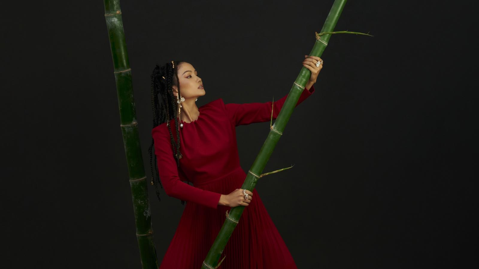Hoa hậu H'Hen Niê gửi gắm những thông điệp về phụ nữ trong bộ ảnh mới