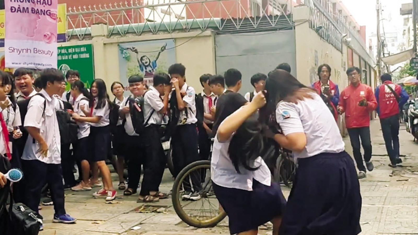 Nữ sinh lớp 9 ở Cà Mau bị đánh hội đồng do mâu thuẫn trên mạng