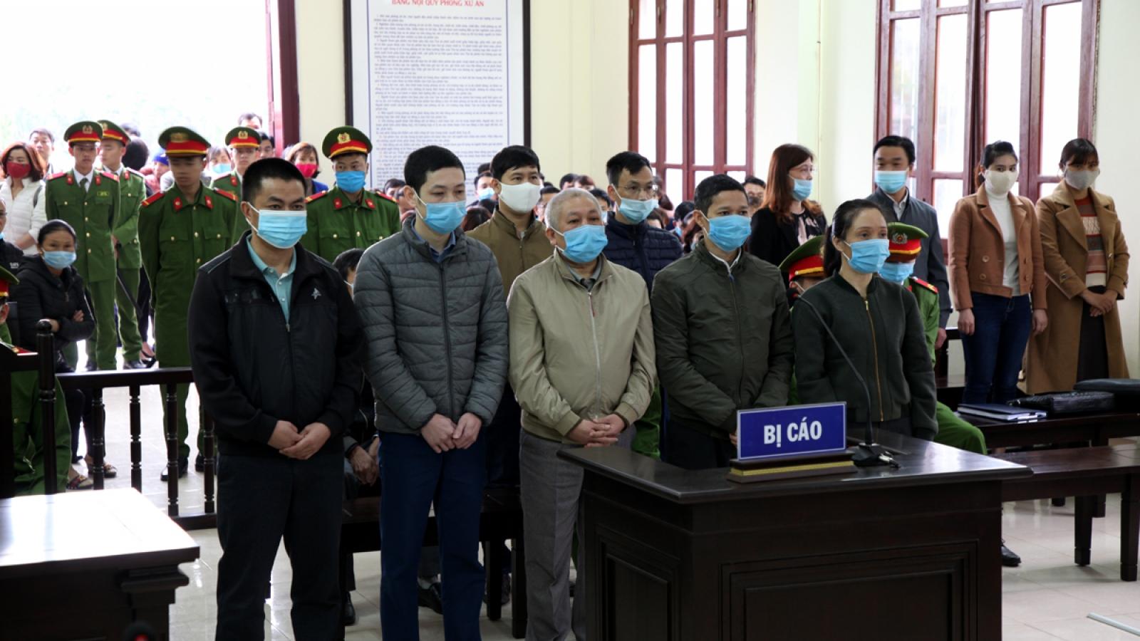 Hơn 50 năm tù cho các bị cáo trong vụ án tham ô tài sản tại Phòng Giáo dục huyện Sìn Hồ